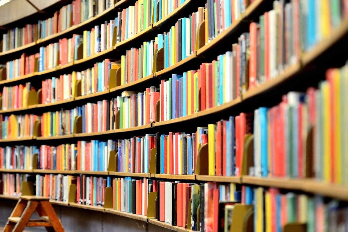 Se biblioteche e librerie diventano luoghi di aggregazione, dove finisce il  libro?